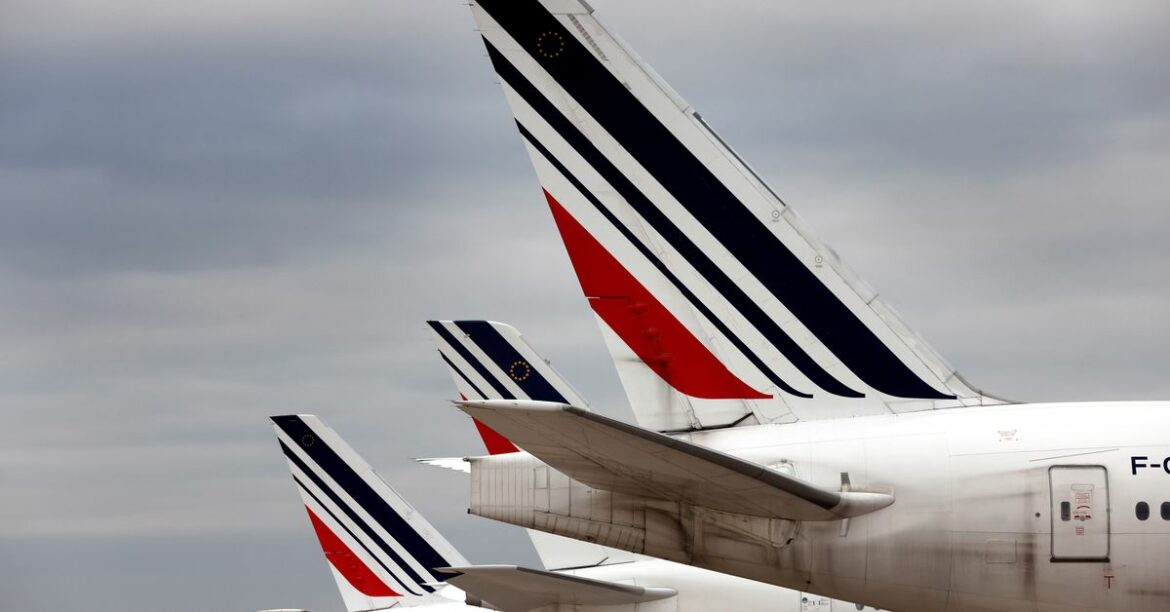 French lawmakers vote to ban some domestic flights to reduce carbon emissions